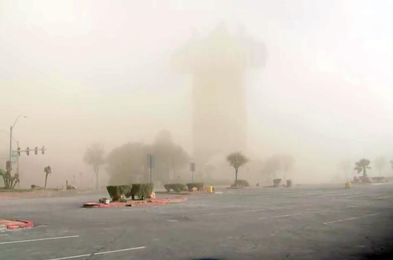 Cancelados vuelos y atracciones en LV por fuertes vientos y tormenta de arena