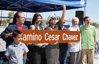 """Cambiará Pecos a """"Camino César Chávez"""" entre Owens y Charleston Blvd."""