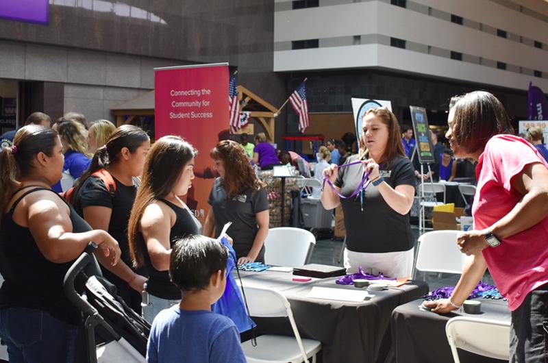 Masiva Feria de Cox, el CCSDy la comunidad por el próximo regreso a clases