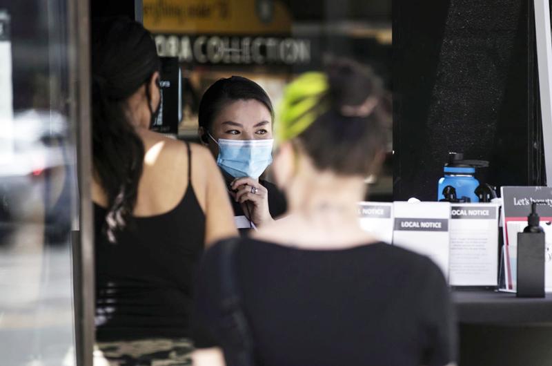 EE.UU. recomendará a vacunados llevar mascarilla en interiores, según medios