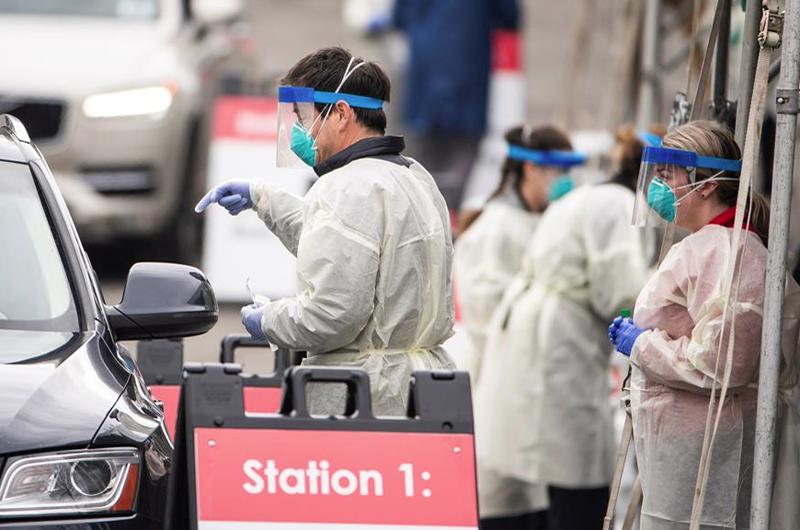 EEUU entra en la tercera ola de la pandemia con 140.000 casos diarios