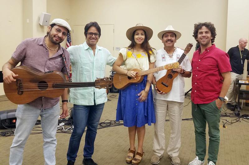 Invitados por LVCCLD... Brillaron Sonia de los Santos y sus amigos