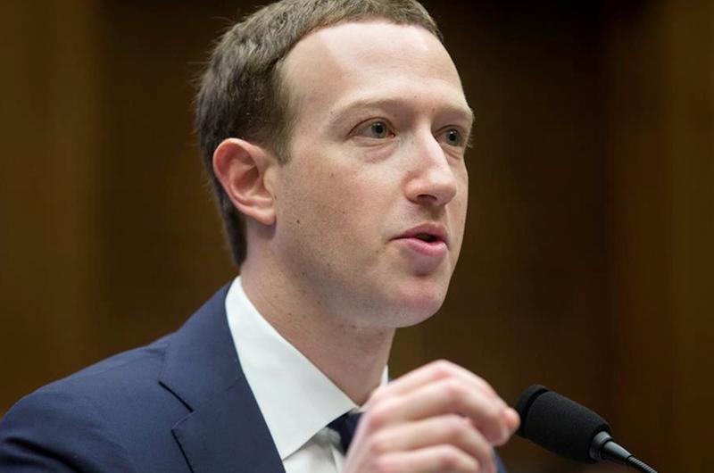Exigen a Facebook detener desinformación en español para hispanos en EEUU