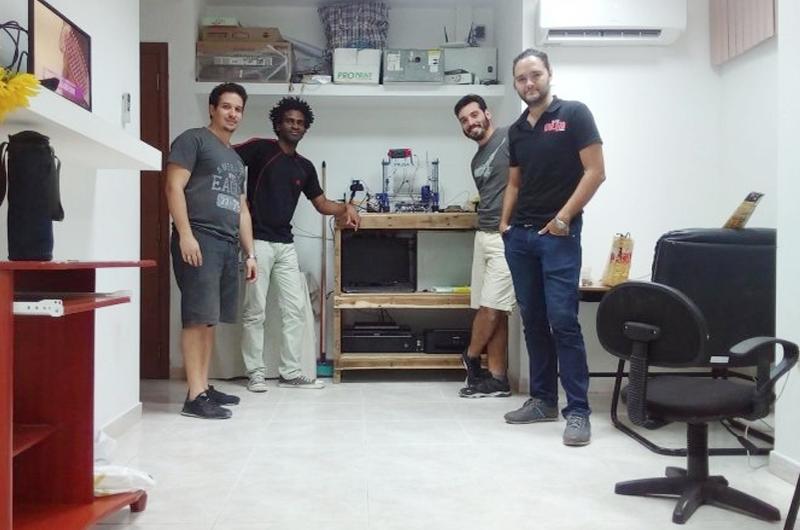 Jóvenes emprendedores crean microcomputadora en Cuba