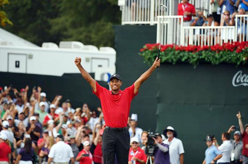 Tiger Woods está de regreso como campeón y lo corea la multitud