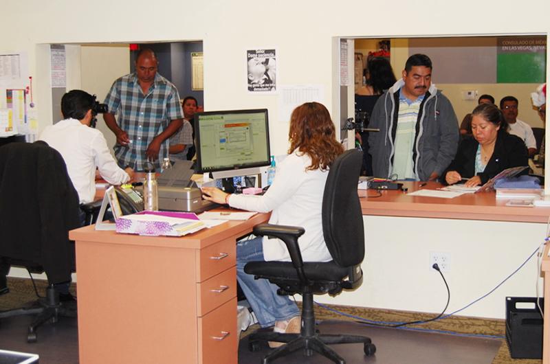 Recorrido por las diferentes áreas de trabajo del Consulado de México en LV