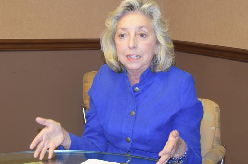 Dina Titus co-patrocina nueva legislación para proteger a jóvenes de DACA
