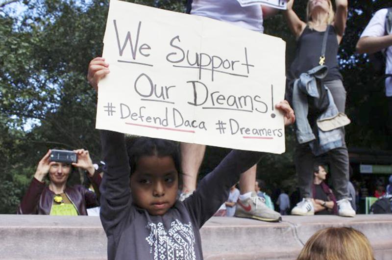 """Piden en California restablecer programa para jóvenes """"dreamers"""""""
