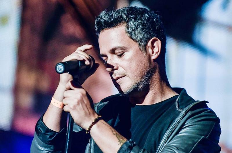 Recibe Alejandro Sanz premio Persona 2017 en Grammy Latino