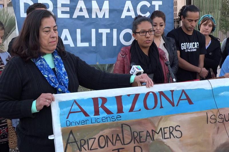 """Suprema Corte de Estados Unidos permite a """"dreamers"""" tramitar licencia de conducir"""