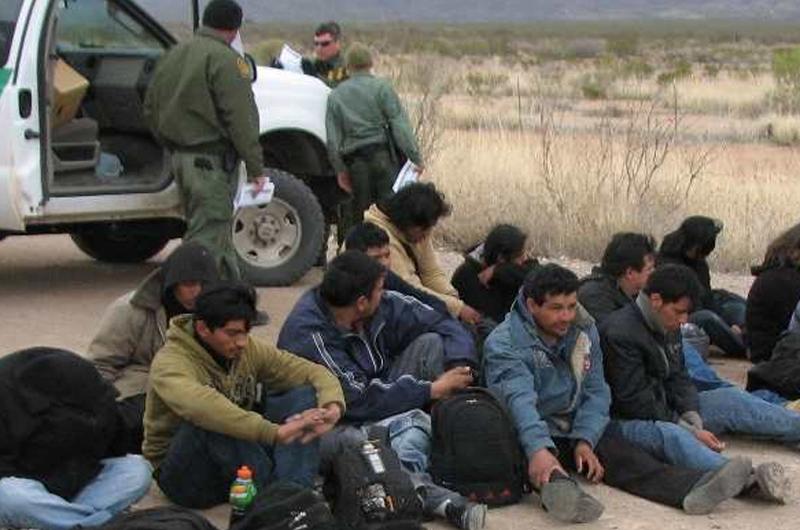 Migrantes siguen arribando a frontera en espera de pasar a Estados Unidos