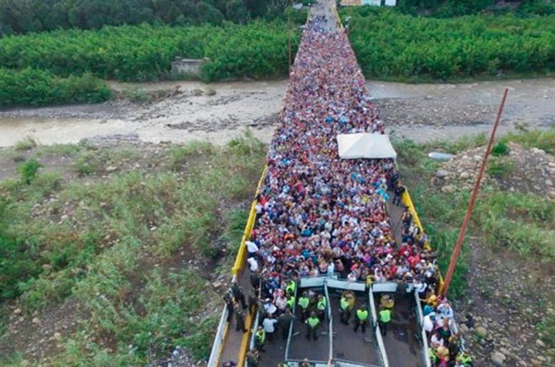 Piden a venezolanos que legalicen su permanencia en Colombia
