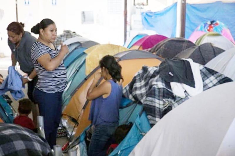 Permanecen centroamericanos en Nogales, a la espera de asilo de Estados Unidos