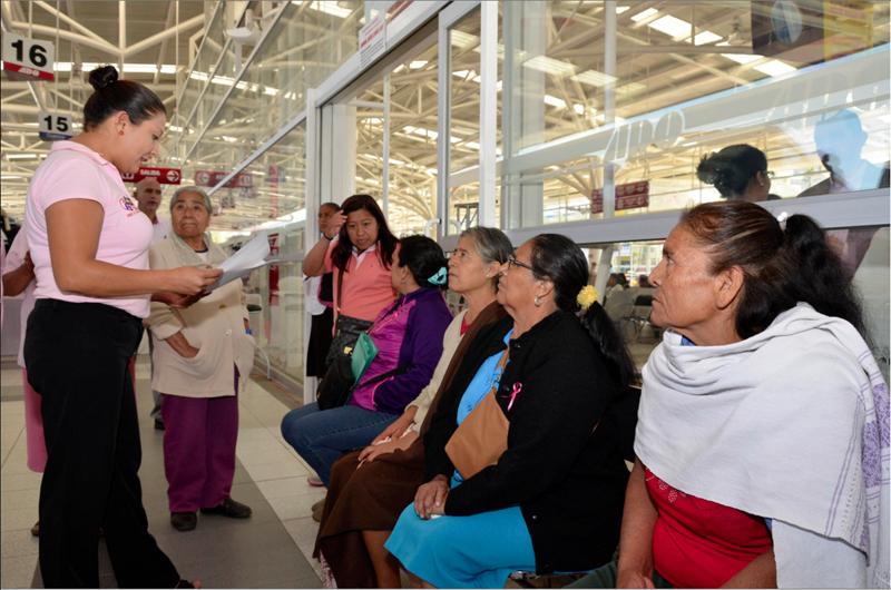 Mujeres oaxaqueñas reconstruyen sus viviendas dañadas por sismos