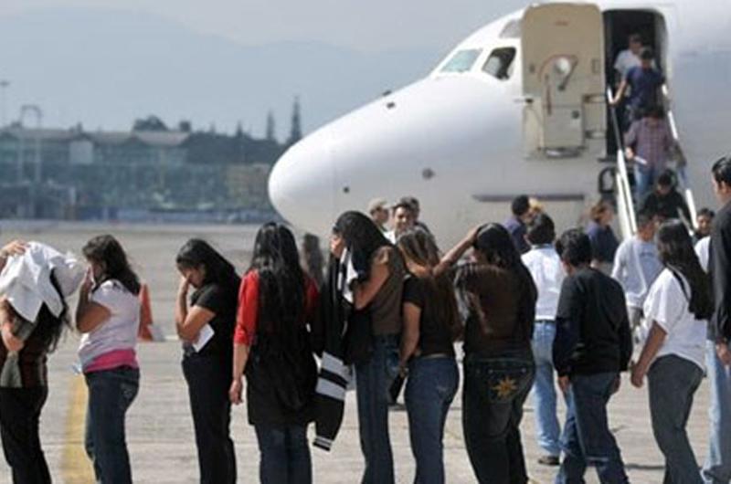 Un 42 por ciento de padres mexicanos deportados dejan a hijos en Estados Unidos