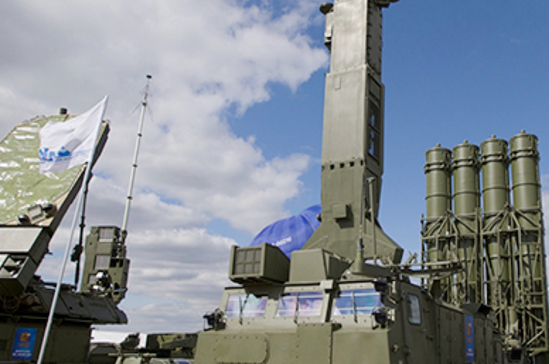 """Cancilleres de Rusia e Irán buscan mantener """"vivo"""" el acuerdo nuclear"""