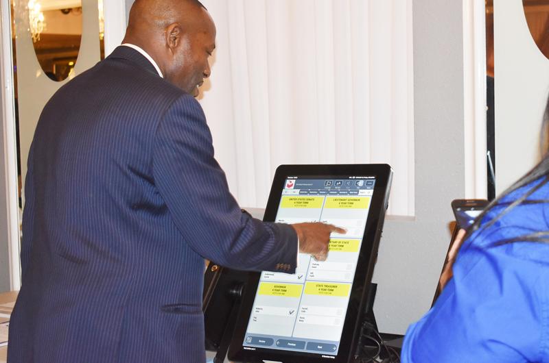 Evento organizado por HIP permitió conocer a candidatos y máquinas nuevas para votar