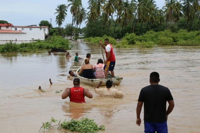 Suman 75 muertos y más de 700 mil los afectados por lluvias en Perú