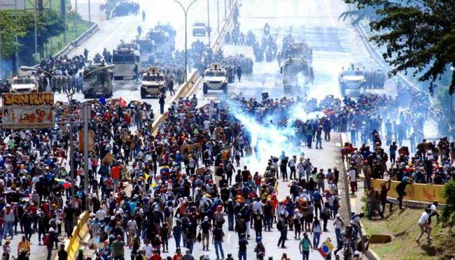 Venezuela: 55 heridos al dispersar policía marcha opositora