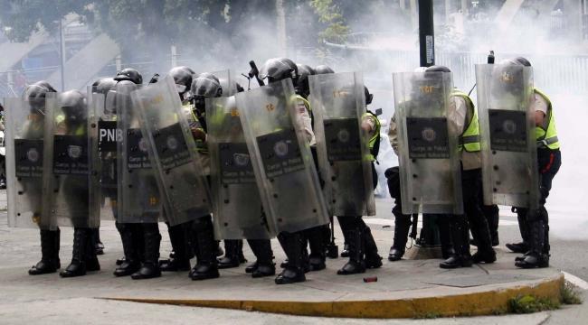 Gobierno venezolano reporta dos muertos y un herido en asalto a guarnición