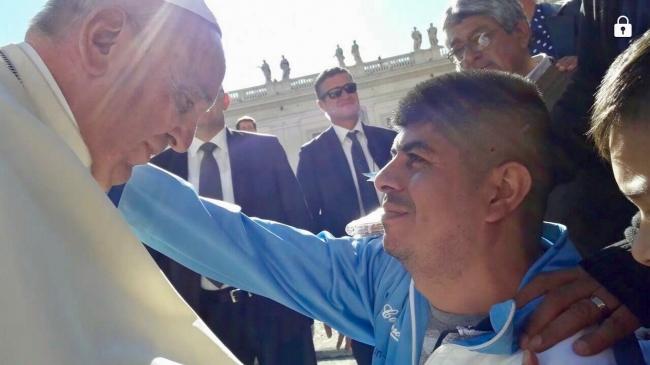 Papa Francisco cumple promesa a recolector de basura argentino