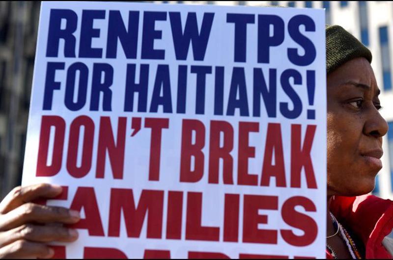 Fustigan al presidente Trump por cancelar protección a haitianos
