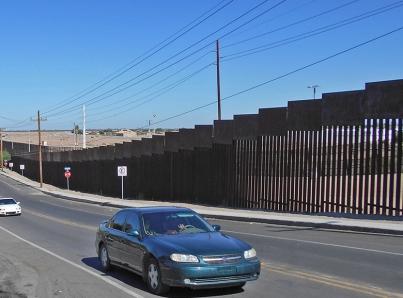 EUA inicia construcción de ocho prototipos del muro en San Diego