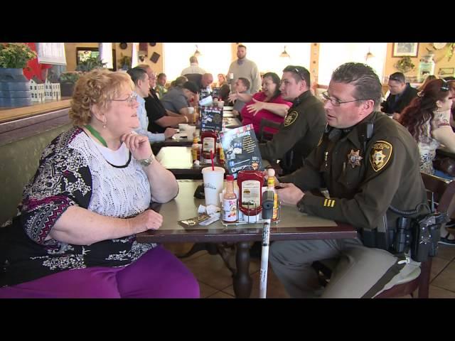 """Fondo para Oficiales de la Policía Lesionados Donó McDonalds más de 10 mil dólares recaudados en """"Coffee with a Cop"""""""